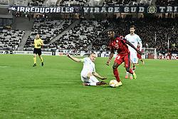 November 8, 2018 - Bordeaux, France - Maxime Poundje (gir) vs Aleksandr Anyukov  (Credit Image: © Panoramic via ZUMA Press)