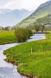 THEMENBILD - der Zufluss (Seekanal) zum Südufer des Zeller Sees mit den umliegenden Frühlingswiesen, aufgenommen am 29. April 2018 in Zell am See, Österreich // the inflow (sea channel) to the south bank of the Zeller lake with the surrounding spring meadows, on 2018/04/29, Zell am See, Austria. EXPA Pictures © 2018, PhotoCredit: EXPA/ Stefanie Oberhauser