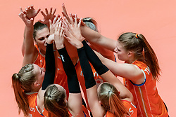 29-05-2019 NED: Volleyball Nations League Netherlands - Bulgaria, Apeldoorn<br /> Team Netherlands celebrate