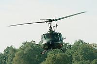 09.10.1995, Germany/Munster:<br /> BELL UH 1D, Leichter Transporthubschrauber der Bundeswehr, Verwendung in Heer und Luftwaffe, Lehrvorführung der Panzertruppenschule Munster<br /> Iamge: 19951009-01/03-11<br />  <br />  <br />  <br /> KEYWORDS: Hubschrauber, Waffe, helicopter, wappon,