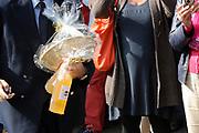 Prinses Máxima bezoekt Buurtvereniging Hoofdstraat-Noord in Gasselternijveen. Deze buurtvereniging organiseert verschillende sociale activiteiten rondom een cultuurhistorische perenbomenrij in de straat. In mei 2012 won de buurtvereniging een Appeltje van Oranje. ///// Princess Máxima visits the neighborhood association in Gasselternijveen. This neighborhood association organizes various social activities around a historic pear row of trees in the street. In May 2012 won the neighborhood association Apple of Orange.<br /> <br /> Op de foto/ On the photo:  Prinses Máxima