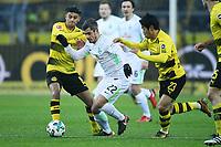 v.l. Mahmoud Dahoud, Fin Bartels, Shinji Kagawa (Dortmund)<br /> Dortmund, 09.12.2017, Fussball Bundesliga, Borussia Dortmund - SV Werder Bremen 1:2<br /> Norway only
