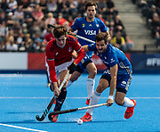 Tom Sorsby of Great Britain Men is tackled by Agustin Bugallo of Argentina Men during the 2019 Men's FIH Pro League match at Lee Valley Hockey Centre, Stratford<br /> Picture by Simon Parker/Focus Images Ltd <br /> 18/05/2019