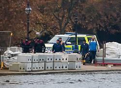 © Licensed to London News Pictures. 16/11/2018. London, UK. A police dive team at the scene at the Serpentine Lake in Hyde Park following reports of the discovery of an object that could be unexploded ordnance. Photo credit: Ben Cawthra/LNP