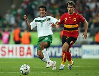 v.l. Pavel Pardo, Figueiredo Angola<br /> <br /> Fussball WM 2006 Mexiko - Angola<br /> Mexico - Angola<br /> Norway only
