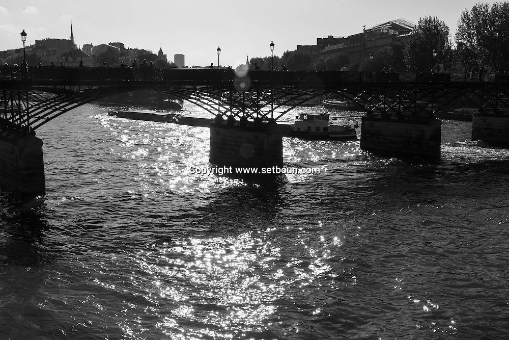France. Paris. 1st district. the Pont des Arts and the Seine river