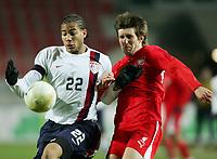 Fotball<br /> 01.03.2006<br /> Foto: Witters/Digitalsport<br /> NORWAY ONLY<br /> <br /> Oguchi Onyewu USA, Grzegorz Rasiak<br /> Testspiel USA - Polen