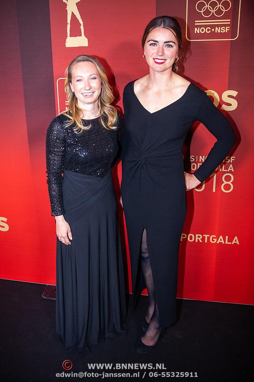 NLD/Amsterdam/20181219 - NOC*NSF Sportgala 2018, zeilduo Annemiek Bekkering en Annette Duetz (r)
