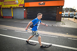 © Licensed to London News Pictures . 15/10/2017 . Manchester , UK . Athlete CRAIG KEATLEY wearing flippers , taking part in the Greater Manchester Half Marathon in Old Trafford . Photo credit : Joel Goodman/LNP