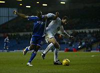 Photo: Andrew Unwin.<br />Leeds United v Cardiff City. Coca Cola Championship.<br />10/12/2005.<br />Cardiff's Cameron Jerome (L) tussles with Leeds' Sean Gregan (R).