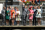 Koningsdag in Dordrecht / Kingsday in Dordrecht<br /> <br /> Op de foto / On the photo: <br /> <br />  Koning Willem-Alexander en Koningin Maxima met  Prinses Anita en prins Pieter-Christiaan , Prinses Marilene en prins Maurits , Prins Constantijn en prinses Laurentien , Prins Bernhard jr.en prinses Annette op de Wijnbrug<br /> <br /> King Willem-Alexander and Princess Maxima Anita Queen and Prince Pieter-Christiaan, Princess Marilene and Prince Maurice, Prince Constantijn and Princess Laurentien, Prince Bernhard jr.en princess Annette on the Wijnbrug