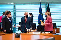 DEU, Deutschland, Germany, Berlin, 02.06.2021: V.l.n.r. Bundesarbeitsminister Hubertus Heil (SPD), Bundesfinanzminister Olaf Scholz (SPD), Bundeskanzlerin Dr. Angela Merkel (CDU), vor Beginn der 144. Kabinettsitzung im Bundeskanzleramt.
