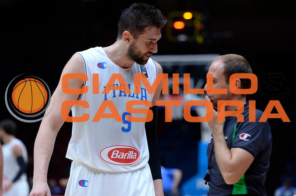 DESCRIZIONE : Lille Eurobasket 2015 Quarti di Finale Quarter Finals Lituania Italia Lithuania Italy<br /> GIOCATORE : Andrea Bargnani arbitro referee<br /> CATEGORIA : arbitro referee curiosita fairplay<br /> SQUADRA : Italia Italy refero<br /> EVENTO : Eurobasket 2015 <br /> GARA : Lituania Italia Lithuania Italy<br /> DATA : 16/09/2015 <br /> SPORT : Pallacanestro <br /> AUTORE : Agenzia Ciamillo-Castoria/Max.Ceretti<br /> Galleria : Eurobasket 2015 <br /> Fotonotizia : Lille Eurobasket 2015 Quarti di Finale Quarter Finals Lituania Italia Lithuania Italy