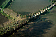 Nederland, Zeeland, Zuid-Beveland, 15/11/2001; kruising lokale wegen, polder, inpoldering;.akkers met geploegde voren, platteland, landbouw, typisch Nederlands cultuurlandschap.<br /> luchtfoto (toeslag), aerial photo (additional fee)<br /> photo/foto Siebe Swart