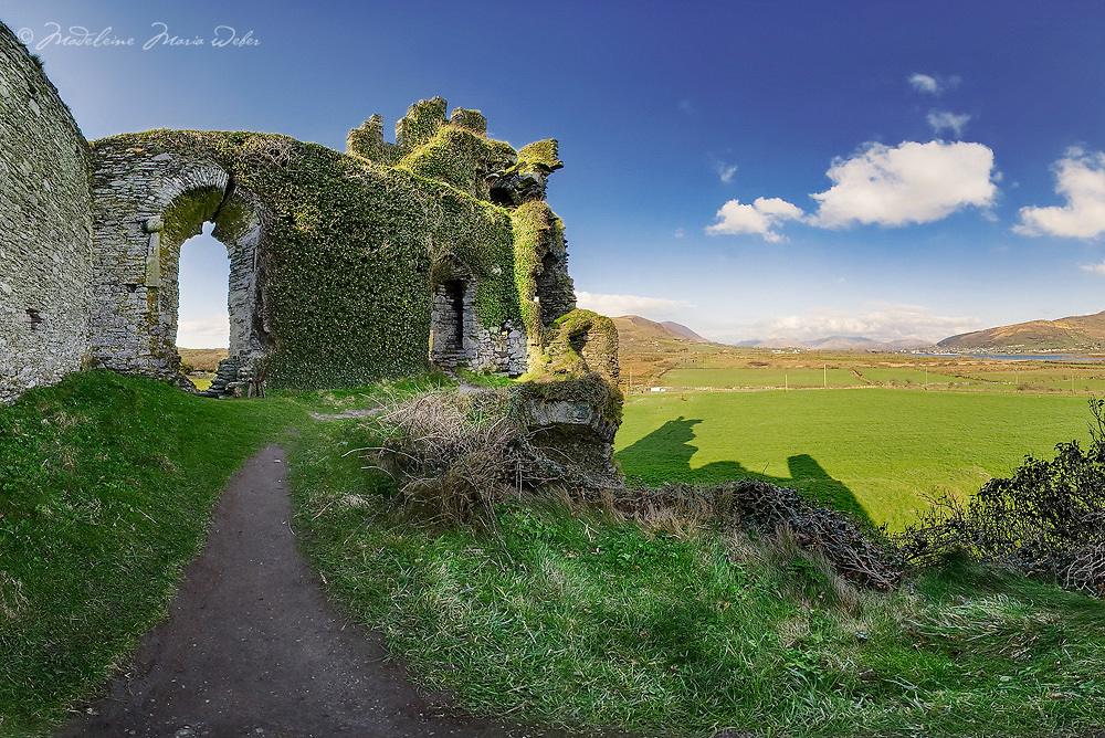 Ballycarbery Castle Ruin near Cahersiveen County Kerry province munster southwest ireland / ch043_3