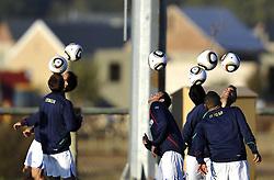 09.06.2010, .Centurion, Johannesburg, RSA, FIFA WM 2010, Italien Training im Bild die Spieler mit Bällen, Feature, EXPA Pictures © 2010, PhotoCredit: EXPA/ InsideFoto/ G. Perottino / SPORTIDA PHOTO AGENCY
