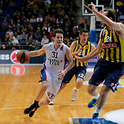 Anadolu Efes's Thomas Heurtel (L) during their Turkish Airlines Euroleague Basketball Top 16 Round 14 match Fenerbahce Ulker between Anadolu Efes at the Ulker Sports Arena in Istanbul, Turkey, Thursday 09 April, 2015. Photo by Aykut AKICI/TURKPIX