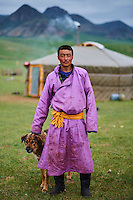 Mongolie, Province du Khentii, homme nomade devant sa yourte // Mongolia, Khentii province, nomad man in front of his yurt