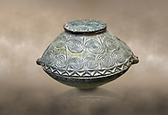 Early Minoan round bronze box with intricate pattern on lid,  George of the Dead 2600-2300 BC BC, Heraklion Archaeological  Museum,  . .<br /> <br /> If you prefer to buy from our ALAMY PHOTO LIBRARY  Collection visit : https://www.alamy.com/portfolio/paul-williams-funkystock/minoan-art-artefacts.html . Type -   Heraklion   - into the LOWER SEARCH WITHIN GALLERY box. Refine search by adding background colour, place, museum etc<br /> <br /> Visit our MINOAN ART PHOTO COLLECTIONS for more photos to download  as wall art prints https://funkystock.photoshelter.com/gallery-collection/Ancient-Minoans-Art-Artefacts-Antiquities-Historic-Places-Pictures-Images-of/C0000ricT2SU_M9w