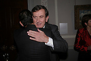 Prof David Khalili and Neil Macgregor, Celebration honouring the arrival of Deborah Swallow, director, Courtauld Institute of Art. Courtauld Gallery. Somerset House. 9 December 2004. ONE TIME USE ONLY - DO NOT ARCHIVE  © Copyright Photograph by Dafydd Jones 66 Stockwell Park Rd. London SW9 0DA Tel 020 7733 0108 www.dafjones.com