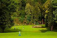 18-09-2015: Golf & Spa Resort Konopiste in Benesov, Tsjechië.<br /> Foto: De mooie dogleg negende met een laaggelegen green