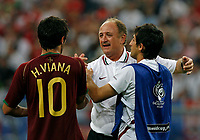 Photo: Glyn Thomas.<br />England v Portugal. Quarter Finals, FIFA World Cup 2006. 01/07/2006.<br /> Portugal's manager Luiz Felipe Scolari (C) celebrates with his players.