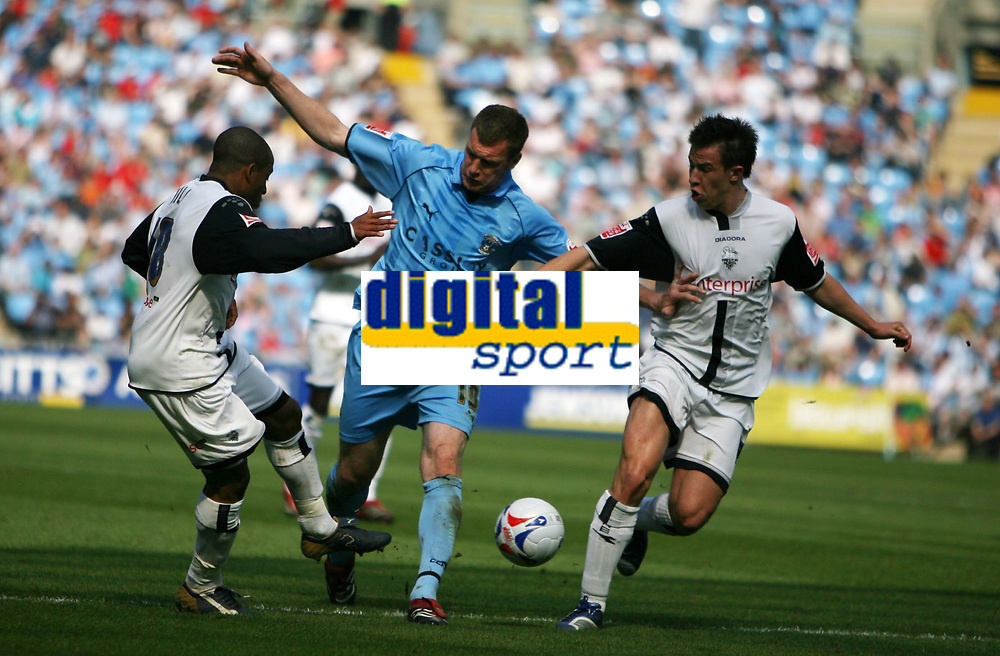 Photo: Rich Eaton.<br /> <br /> Coventry City v Preston North End. Coca Cola Championship. 14/04/2007. Kevin Kyle #10 centre of Coventry can't find a way through the Preston defence