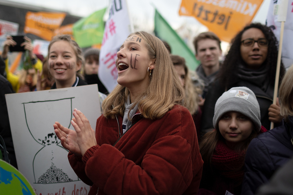 """Mehrere zehntausend Menschen protestieren vor der Weltklimakonferenz in Polen (COP24) und kurz vor dem Abschlussbericht der Kohle-Kommission in Berlin unter dem Motto """"Kohle stoppen – Klimaschutz jetzt!"""" für einen Kohleausstieg und die Einhaltung des Pariser Klimaabkommen.<br /> <br /> [© Christian Mang - Veroeffentlichung nur gg. Honorar (zzgl. MwSt.), Urhebervermerk und Beleg. Nur für redaktionelle Nutzung - Publication only with licence fee payment, copyright notice and voucher copy. For editorial use only - No model release. No property release. Kontakt: mail@christianmang.com.]"""