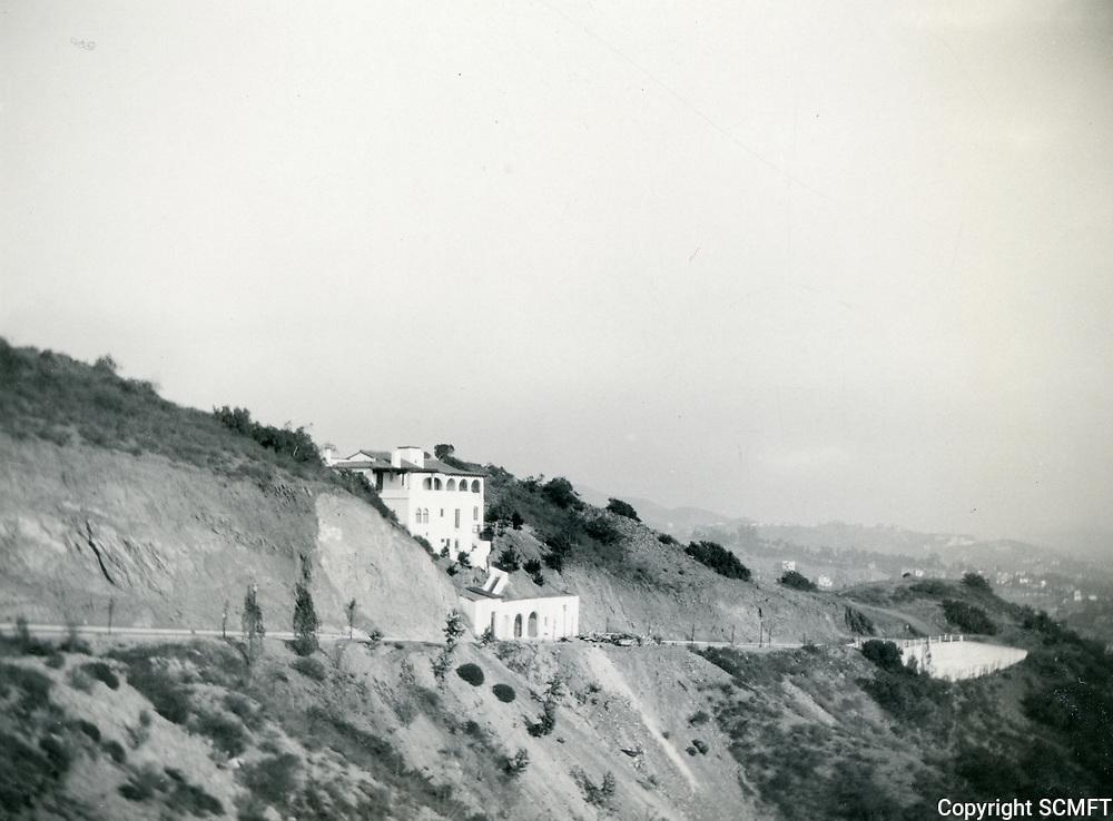 1930s 6931 Oporto in the Outpost Estates