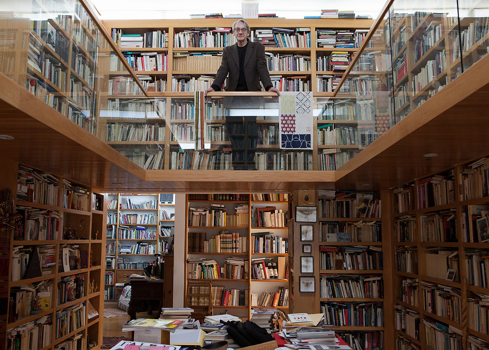 Mexico City, Mexico, January 9, 2018. Alberto Ruy Sánchez, writer, poet and essayist, portrayed in his library in his house in Colonia Roma. Since 1988, he has served as the editor-in-chief of Artes de México, Latin America's leading art magazine. In 2000 he was named Officier de l'Ordre des Arts et des Lettres by the French government, and in 2005 he received the honor of Gran Orden de Honor Nacional al Mérito Autoral in Mexico City. He has been visiting professor at several universities including Stanford, Middlebury and La Sorbonne. He has served as the Chairman of the Creative Non-Fiction Program at the Banff Centre for the Arts in Canada and is a Guggenheim Fellow in the USA.<br /> 