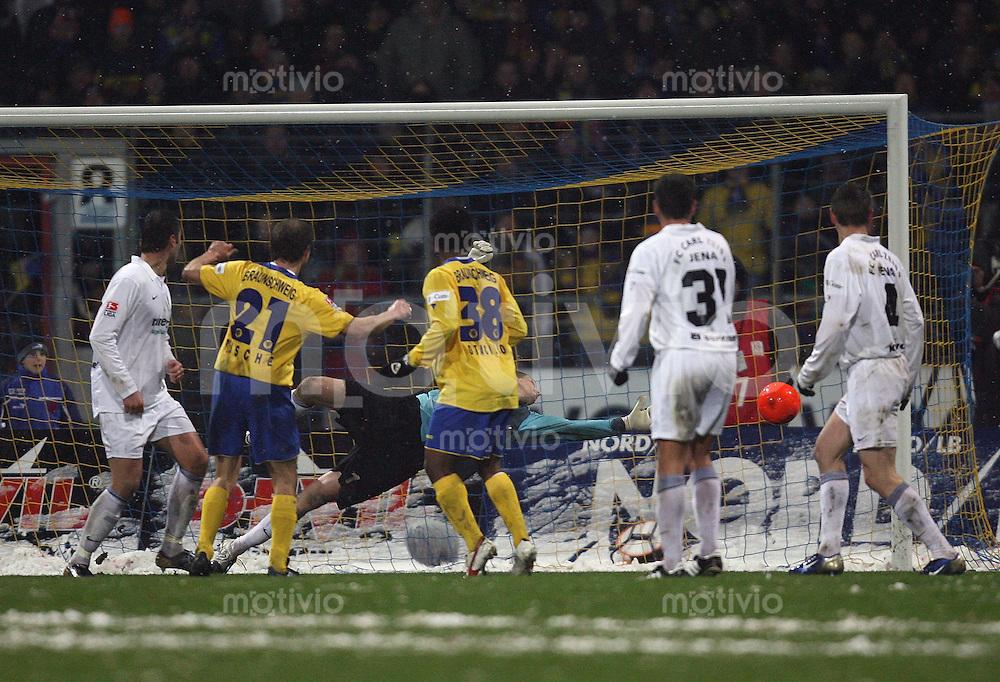 Braunschweig , 260107 , Saison 2006/2007 ; Fussball 2.Bundesliga Eintracht Braunschweig - FC Carl Zeiss Jena  Juergen RISCHE (Braunschweig) schiesst das 1:0