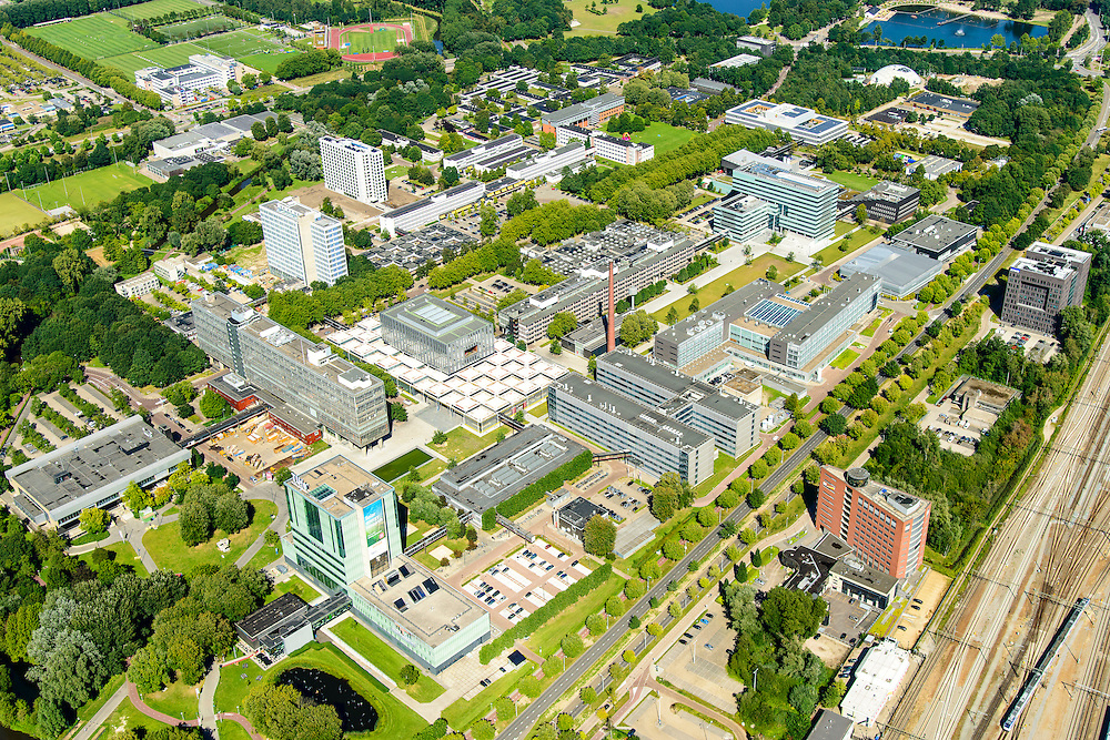 Nederland, Noord-Brabant, Eindhoven, 23-08-2016; overzicht campus Technische Universiteit Eindhoven (TU/e), voorheen Technische Hogeschool Eindhoven. Faculteiten onder andere Bouwkunde, Technologie, Industrial Engineering en Innovation Sciences. <br /> Campus Technical University campus in downtown Eindhoven (TU / e). Faculties include Architecture, Technology, Engineering and Industrial Innovation Sciences<br /> luchtfoto (toeslag op standard tarieven);<br /> aerial photo (additional fee required);<br /> copyright foto/photo Siebe Swart