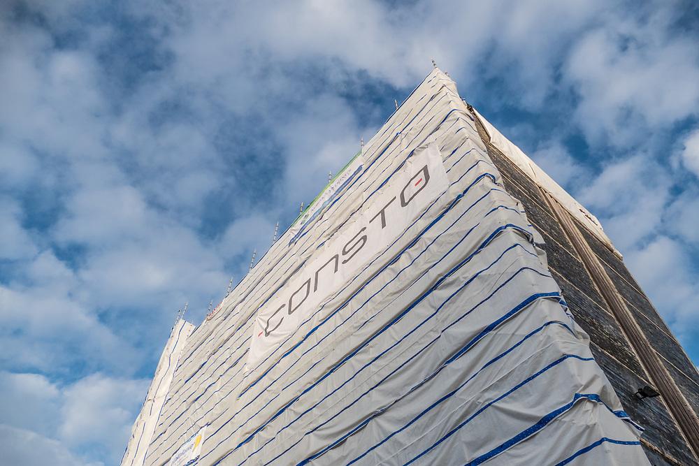 I 2015 er Narvik rådhus tildekket av byggentreprenøren Constos profilmateriell.