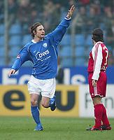 Bundesliga, 14. februar 2004,, 1:0 Lubel  Peter MADSEN, Bixente LIZARAZU Bayern<br /> Bundesliga VfL Bochum - FC Bayern München 1:0