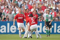 01-06-2003 NED: Amstelcup finale FC Utrecht - Feyenoord, Rotterdam<br /> FC Utrecht pakt de beker door Feyenoord met 4-1 te verslaan / Jean Paul de Jong scoort de 1-0, Dirk Kuyt