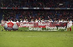 November 12, 2017 - Basel, Schweiz - Basel, 12.11.2017, Fussball WM Qualifikation Playoff, Schweiz - Nordirland, Die Schweizer Nationalmannschaft bedankt sich mit einem Banner bei den Fans. (Credit Image: © Giuseppe Esposito/EQ Images via ZUMA Press)