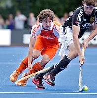 UTRECHT - Wouter Jolie met de Duitser Hauke,,zaterdag tijdens de  hockey interland tussen de mannen van Nederland en Duitsland (4-2). COPYRIGHT KOEN SUYK