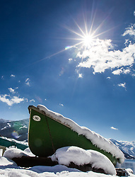 THEMENBILD - ein Boot mit Schnee bedeckt, aufgenommen am 03. April 2015, am Zeller See, Zell am See, Oesterreich // a boat covered with snow at Lake Zell, Zell am See, Austria on 2015/04/03. EXPA Pictures © 2015, PhotoCredit: EXPA/ JFK