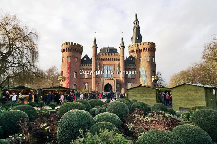 Duitsland, Bedburg Hau, 16-12-2019 kerstmarkt bij het schloss, kasteel, Moyland bij Kalkar, Goch, wat een museum voor moderne kunst is . Foto: Flip Franssen