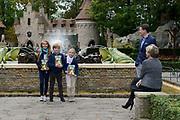 Kinderboekenschrijver Paul van Loon en prinses Laurentien presenteren in de Efteling het nieuwe boek De Sprookjessprokkelaar, een sprookjesboek dat ze samen hebben geschreven. <br /> <br /> Present Children's Writer Paul van Loon and Princess Laurentien in the new book The Sprookjessprokkelaar Efteling, a fairytale that they have written together.<br /> <br /> Op de foto / On the photo: <br /> <br />  Prinses Laurentien en Prins Constantijn en hun kinderen  Eloise , Claus-Casimir en Leonore<br /> <br /> <br /> Princess Laurentien and Prince Constantijn and their children Eloise, Claus-Casimir and Leonore
