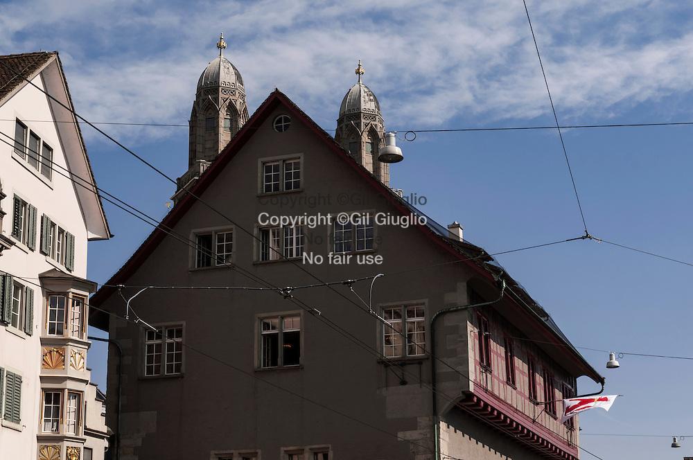 Suisse, Canton de Zurich, ville de Zurich, cathédrale  Grossmünster dans vieille-ville // Switzerland, Zurich canton, city of Zurich,  Grossmünster cathedral in old town