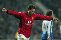 PORTO/MANCHESTER UNITED CHAMPIONS LEAGUE 25/02/04 PHOTO:JOSE  GAGEIRO/FOTOSPORTS INT'L<br /> Ruud Van Nistelrooy celebrates Manchester United's 1st goal