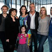 NLD/Hilversum/20100223 - Perspresentatie AVRO serie Bloedverwanten, Wolter Muller, Henriette Tol, Derek de Lint, Saskia Temmink, Tanja Jess en Khaldoun Elmecky