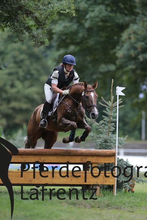 Bray, Miriam, Special Time<br /> Hannover - Trakehner Bundesturnier<br /> Geländepferde Klasse L<br /> © www.sportfotos-lafrentz.de/ Stefan Lafrentz