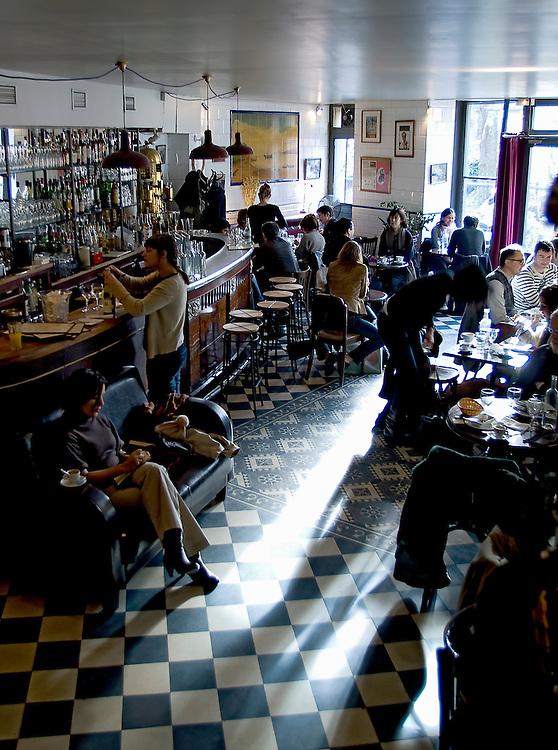 """Déjeuner au restaurant de l' """"Hotel du Nord"""", Paris, Paris-Ile-de-France, France<br /> Lunch time at the """"Hotel du Nord"""" Restaurant, town of Paris, Paris-Ile-de-France region, France."""