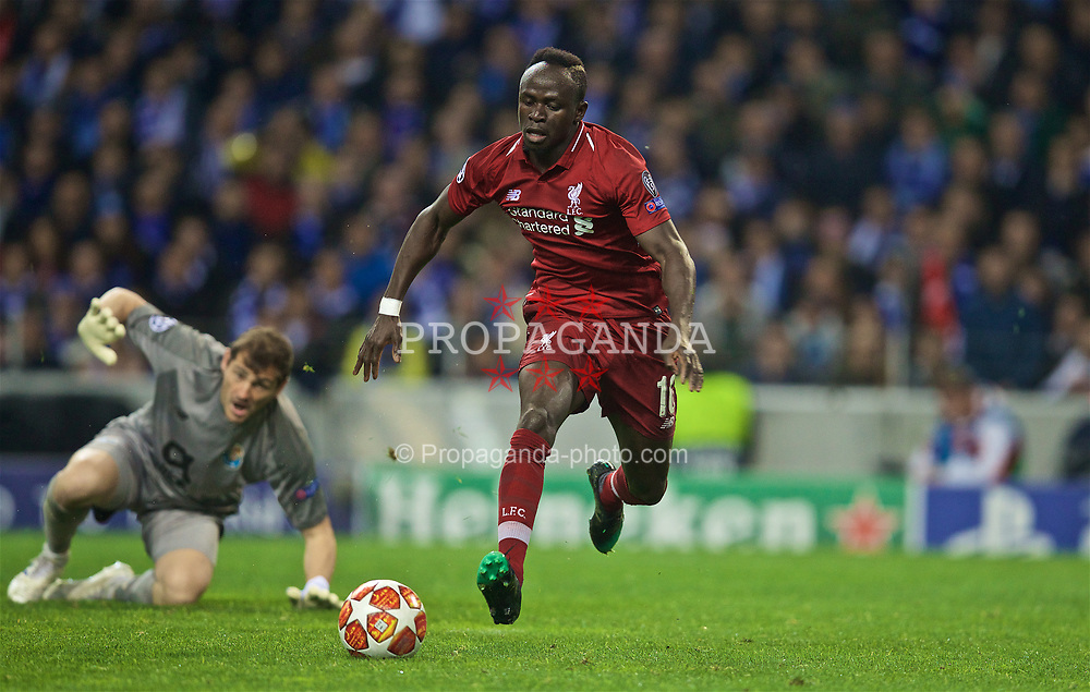 PORTO, PORTUGAL - Wednesday, April 17, 2019: Liverpool's Sadio Mane gets away from FC Porto's goalkeeper Iker Casillas during the UEFA Champions League Quarter-Final 2nd Leg match between FC Porto and Liverpool FC at Estádio do Dragão. (Pic by David Rawcliffe/Propaganda)