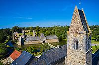 France, Manche (50), Cotentin, Gratot, eglise de Gratot et château de Gratot, vestiges des bâtiments construits du XIIIe au XVIIIe siècle // France, Normandy, Manche department, Cotentin, Gratot church and Gratot castle, from 13 to 18 century