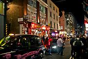 Londyn, 2009-10-23. Londynska ulica nocą