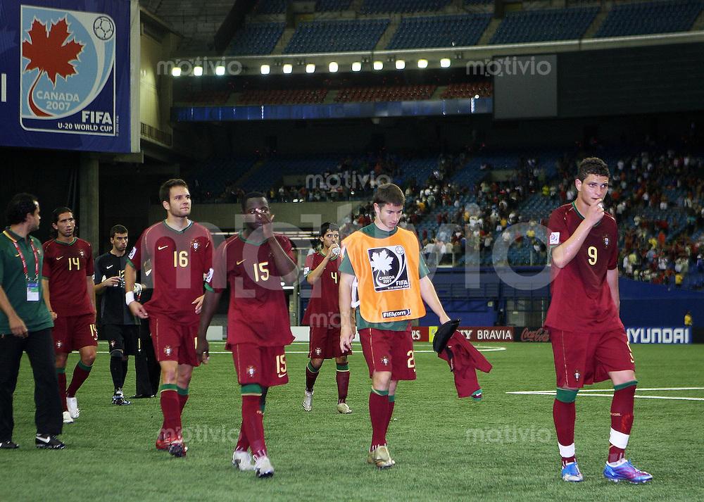 Fussball International U 20 WM  Portugal - Gambia Spieler von POrtugal verlassen enttaeuscht das Speilfeld