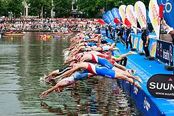 TRIATHLON: Hamburg, 17.07.2010<br /> Illustration, Schwimmen, Start<br /> © pixathlon